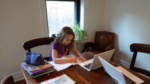 Efectele nocive ale școlii online. Elevii din clasele a şasea şi a şaptea vor avea cele mai mari probleme, spune un expert în Educație