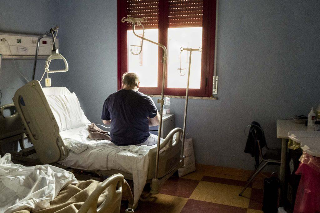 Situație critică la Galați. Zeci de bolnavi de Covid-19 aşteaptă zile în șir transferul, fără să fie trataţi