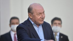 """Băsescu: """"Nu lăsați viața oamenilor pe mâna lui Arafat. Nu poate coordona lucid în situații de criză"""""""