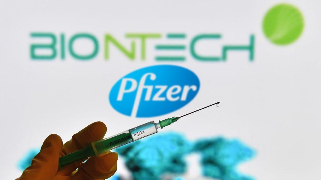 Vaccinul anti-Covid de la Pfizer vine la pachet cu reguli stricte. Cutiile de transport conțin gheață uscată, care poate fi periculoasă