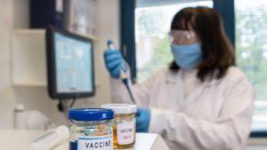 De ce mutațiile coronavirusului facilitează calea unor noi vaccinuri. Explicația medicului