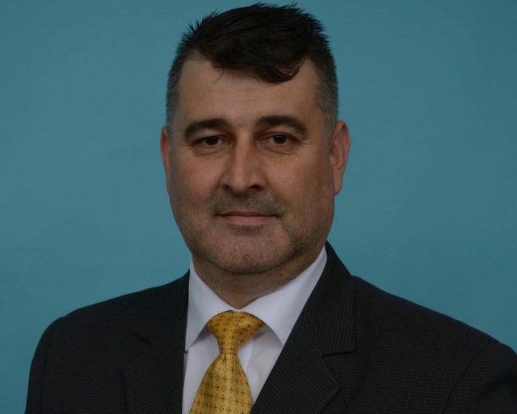 """Tătaru vrea ca 80% dintre managerii de spital să fie concediați, dar numește șef la Spitalul din Câmpeni un director de restaurant cu """"Școala vieții"""""""