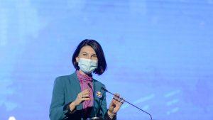 """Cine sunt politicienii care au ales să poarte """"flacăra violet"""" în perioada campaniei electorale"""