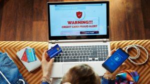 Cum să te ferești de virușii de mobil, care pot spiona aplicațiile mobile de la bănci. Recomandările unei expert cybersecurity