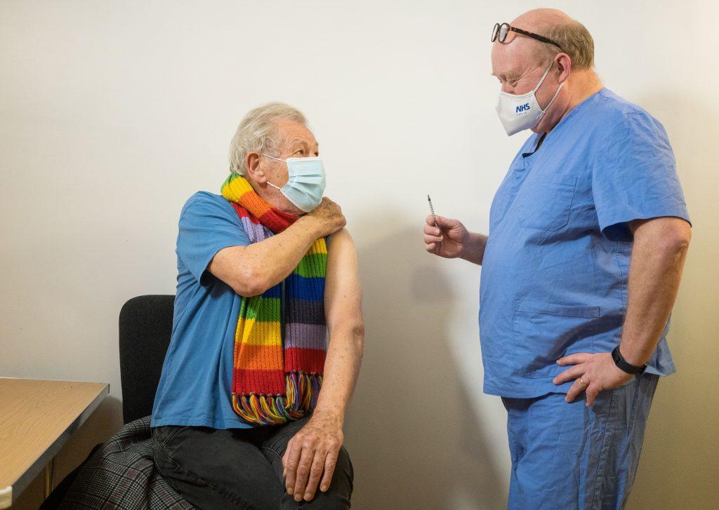 """Actorul Ian McKellen, în vârstă de 81 de ani, după ce s-a vaccinat: """"Mă simt euforic"""""""