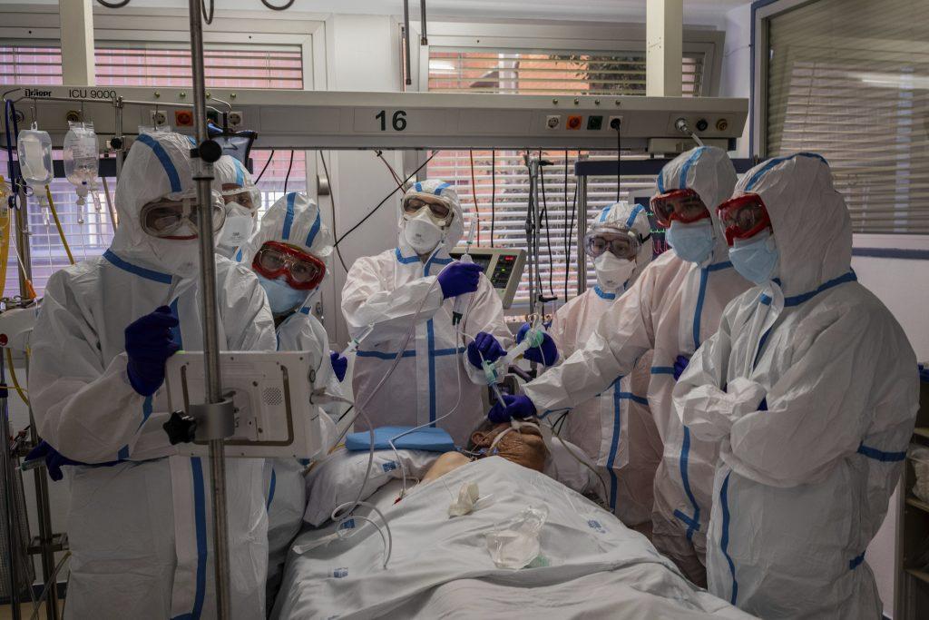 De la începutul pandemiei, unul din 62 de cazuri a fost înregistrat la personal medical