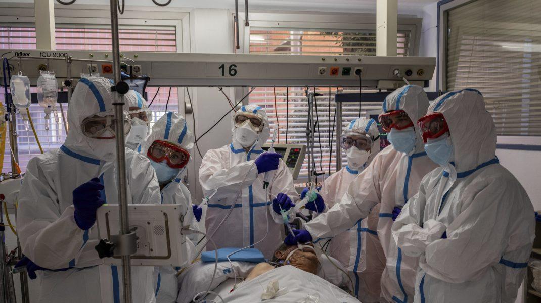 INSP: De la începutul pandemiei, unul din 62 de cazuri a fost înregistrat la personal medical