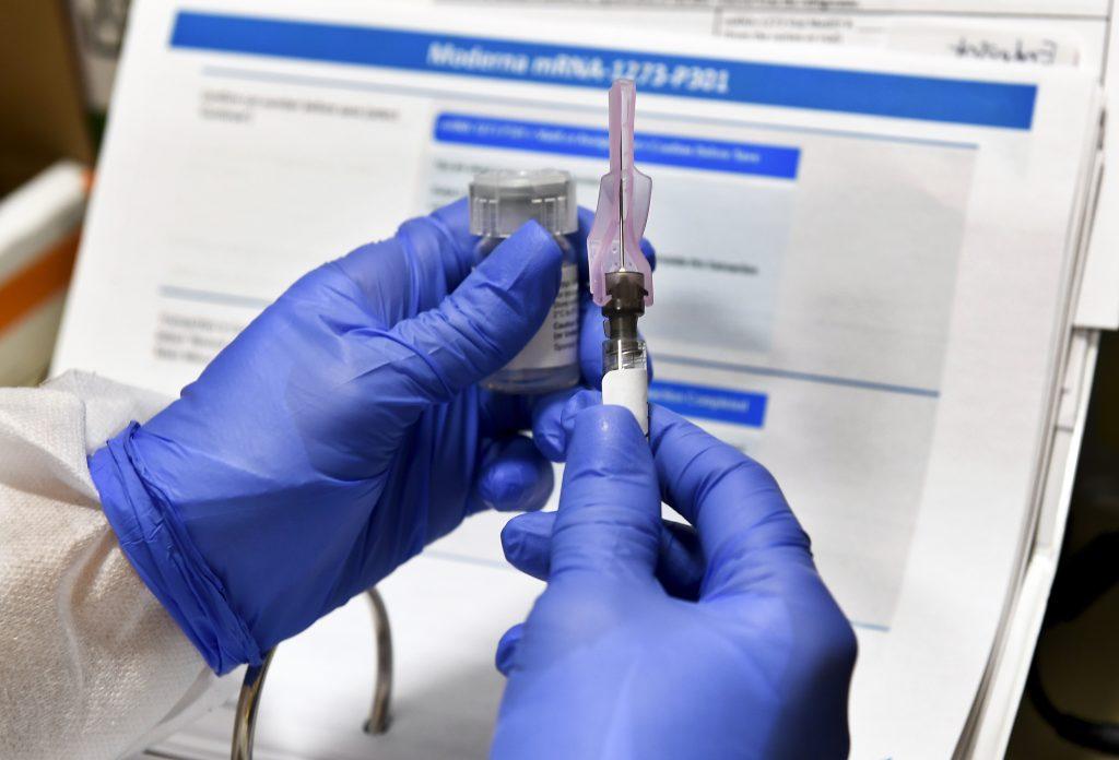 CDC: Persoanele cu alergii la mâncăruri, latex sau polen pot face vaccinul dezvoltat de Pfizer