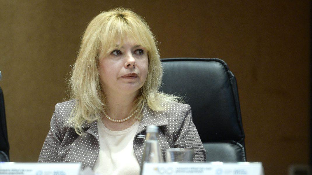 Anca Dragu, susținută de coaliția PNL, USR PLUS și UDMR, a fost aleasă președintele Senatului. Este prima femeie în această funcție