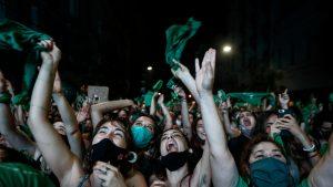 Vot istoric: Argentina a legalizat avortul, după ample proteste și respingerea idee de către Biserica Catolică