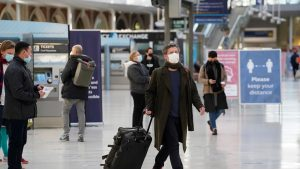 Ședință de urgență a UE pentru a discuta restricțiile de călătorie cauzate de noua tulpină a virusului. OMS face apel