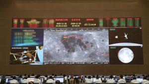 China a trimis pe lună o navă fără oameni la bord