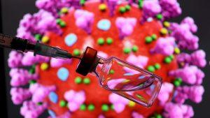 O nouă variantă de coronavirus circulă în UK. Londra intră în cel mai înalt nivel de restricții