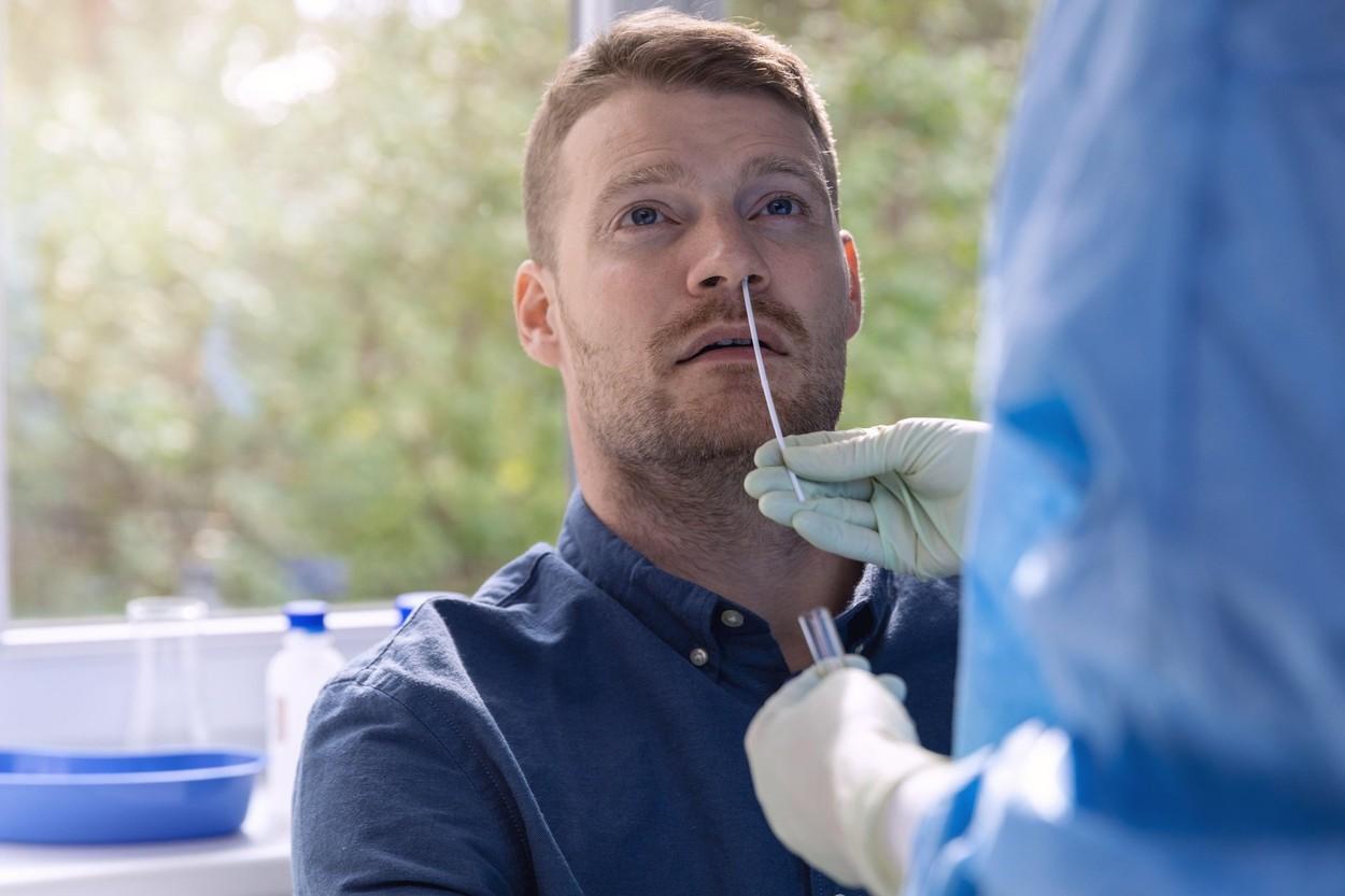 Noul simptom cheie care poate indica infecția cu SARS-CoV-2. Ce spun cercetătorii