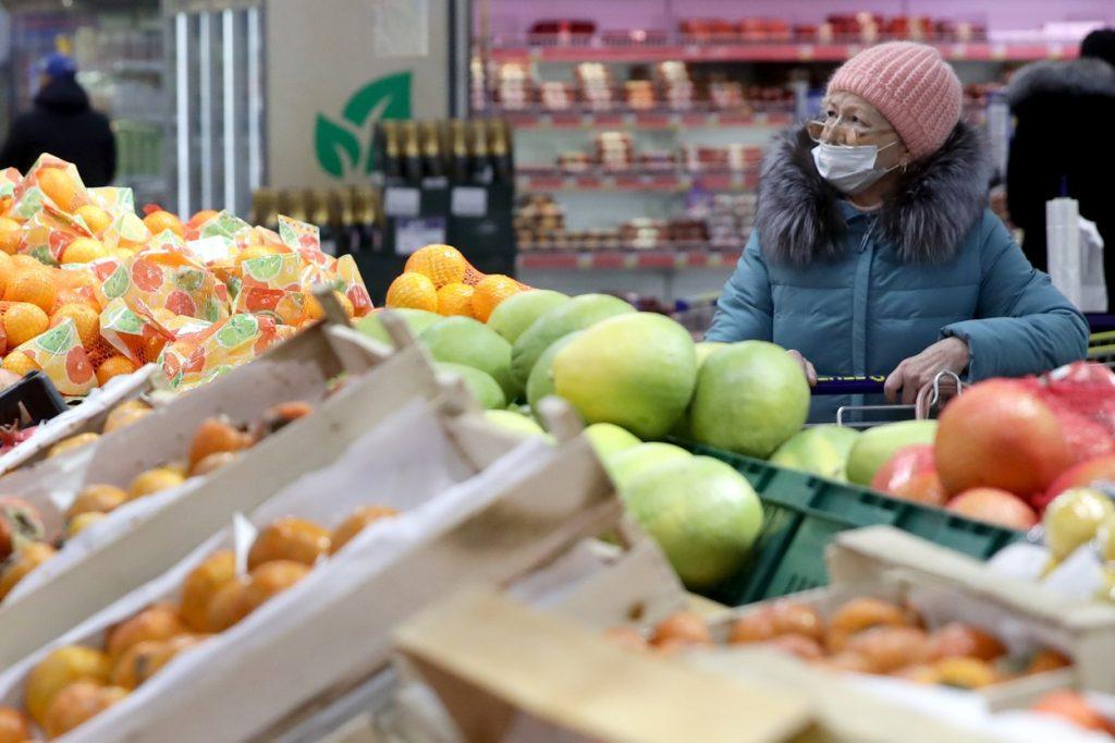 Coșurile de cumpărături nu vor fi interzise în perioada sărbătorilor. Magazinele ar putea avea program prelungit
