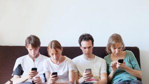 """""""Drogul digital"""". Tot mai mulți oameni sunt dependenți de ecrane. Sfatul psihoterapeutului"""