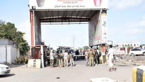 Explozie pe un aeroport din Yemen, odată cu aterizarea avionului guvernamental. 16 oameni au murit