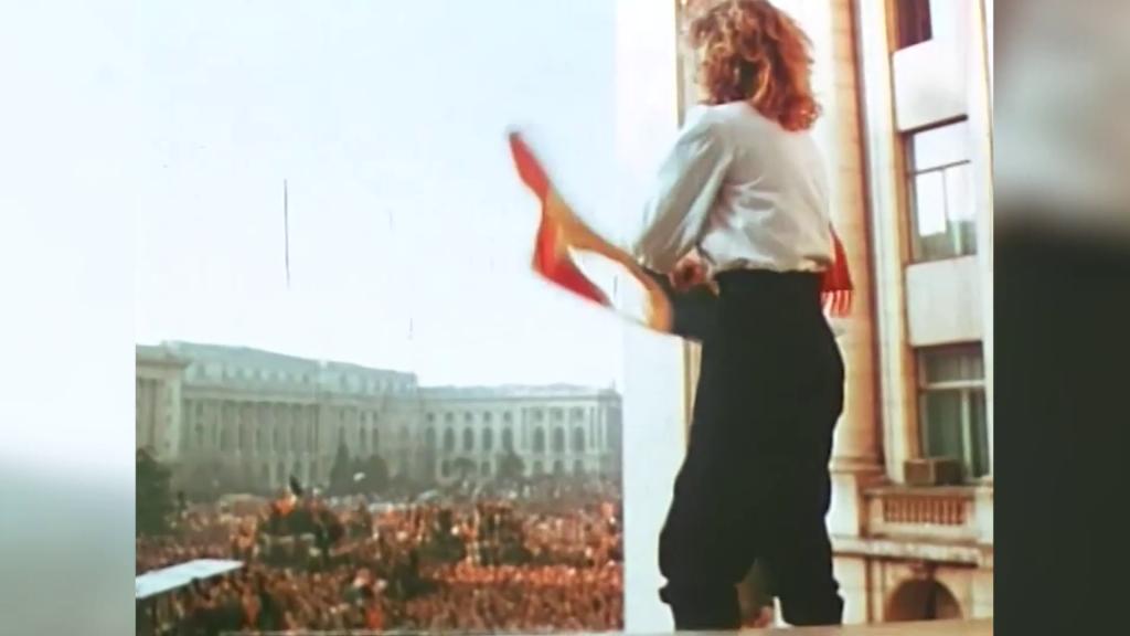 """Gabriela Nanuș, fata cu tricolorul din balconul Comitetului Central: """"Primul gând a fost să iau un tricolor și să îl flutur. Să le arăt celor de jos că am învins"""""""