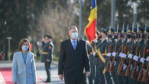 Klaus Iohannis, în vizită oficială la Chișinău. Cum a fost întâmpinat de Maia Sandu. VIDEO