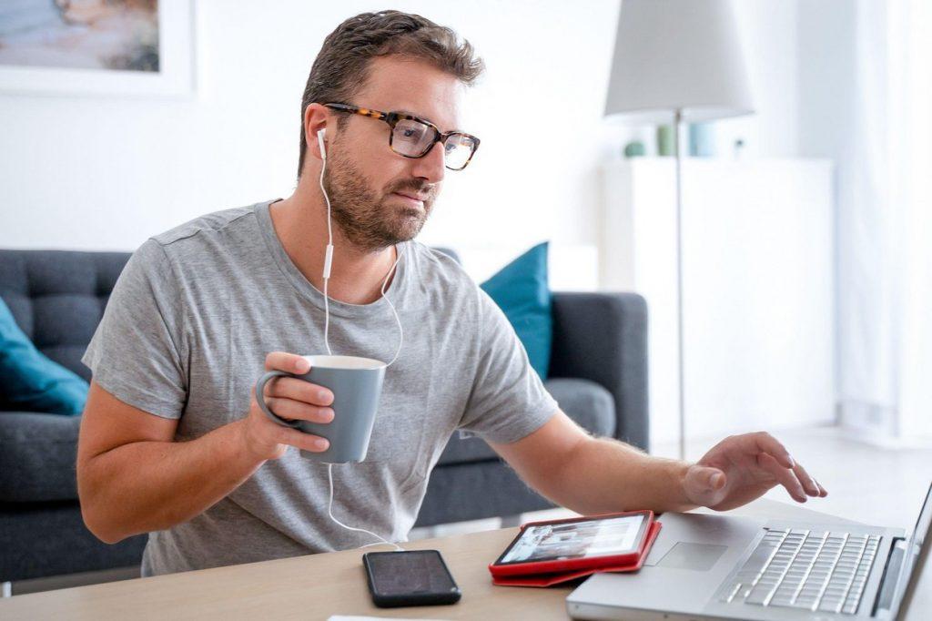 Ce salariu net au avut IT-iștii în luna octombrie 2020. Scădere de 1% față de septembrie 2020