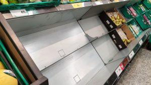 """Românii din Londra, singuri de sărbători, în criză alimentară: """"În supermarketuri nu există legume, fructe proaspete, carne sau pește"""""""