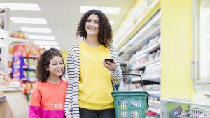 Coșurile din supermarketuri ar putea fi limitate în București. Care sunt motivele