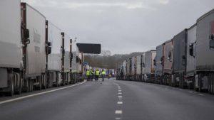 Britanicii negociază un acord cu Franța, pentru a pune capăt interdicțiilor care au paralizat comerțul din Marea Britanie