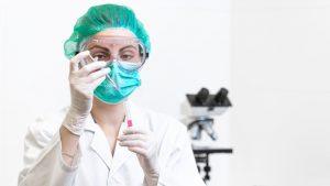 """Ce spune OMS despre noua tulpină a coronavirusului: """"Nu este scăpată de sub control"""""""