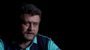 """Mihnea Pârvu, soldat în termen pe 21 decembrie 1989: """"Era un bărbat cu fața în jos și când l-am ridicat i s-a arcuit coloana nefiresc. Am văzut o gaură de glonț"""""""