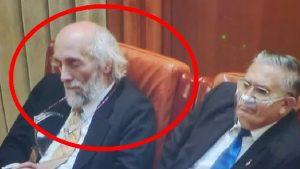 """Senator AUR, surprins dormind în Parlament: """"Eram în poziţia vishuddha chakra, activează conexiuni mintale speciale"""""""