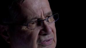 """Mircea Dinescu: """"În comunism, duceam mașina de scris la verificat de parcă era armă"""""""