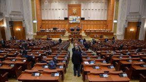 Regulile din sistemul de sănătate sunt și în pixul parlamentarilor. Ce decizii importante iau guvernanții