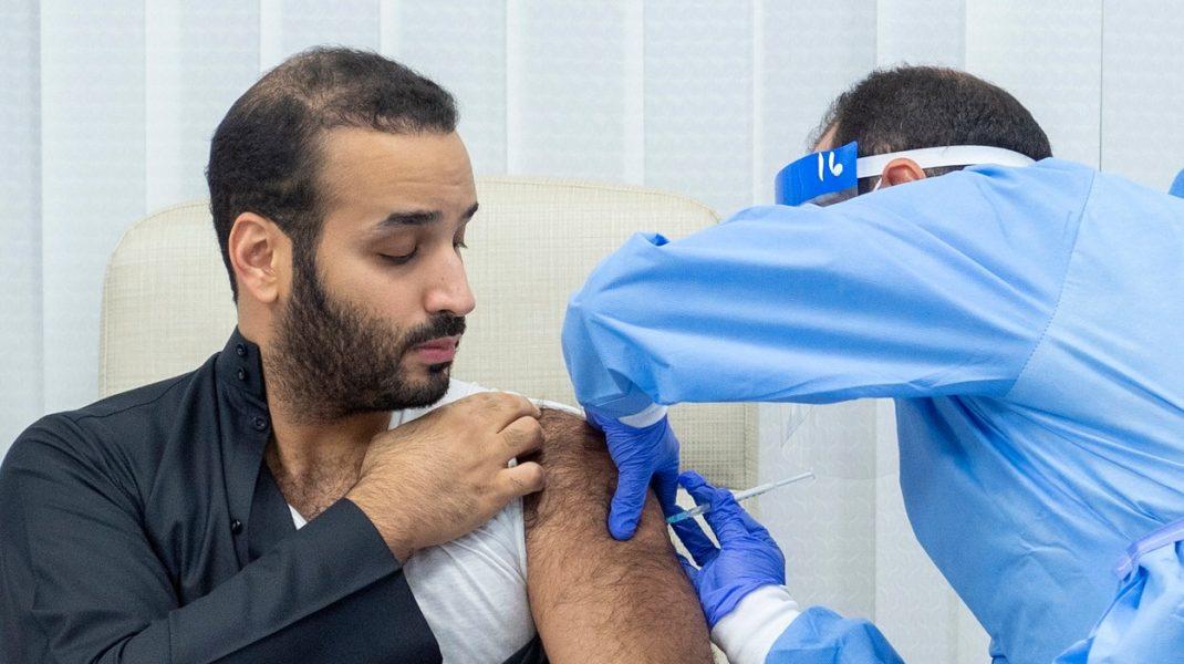 Prinţul moştenitor al Arabiei Saudite, primul din regat care a fost vaccinat anti-Covid-19. Momentul a fost filmat. VIDEO