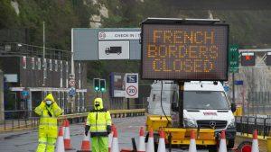 O asociație s-a mobilizat pentru a ajuta sutele de români blocați la graniţa dintre Marea Britanie şi Franţa