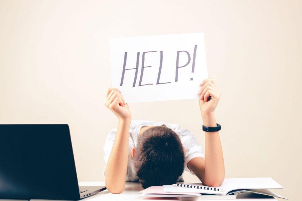 Copiii nu mai sunt motivați să învețe din cauza cursurilor online. Ce le recomandă OMS
