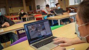 Ce soluții au găsit alte state pentru elevi, în timp ce în România școlile rămân închise până la vacanța de iarnă