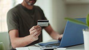 De la 1 ianuarie, se schimbă regulile shopping-ului online: Plata va putea fi refuzată