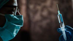 Ce spun specialiștii români despre aprobarea vaccinului Pfizer/BioNTech