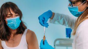 Rafila a explicat când va ajunge vaccinul anti-COVID în România și câte doze vom primi