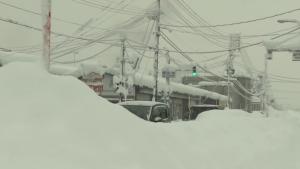 Situație rară în Japonia: Comunități izolate și mii de gospodării fără curent. Stratul de zăpadă atinge 2 metri. FOTO și VIDEO