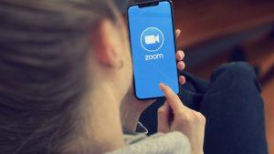 Marii câștigători ai anului 2020: Zoom are acum o valoare de 100 de miliarde de dolari, iar Amazon a vândut cu 40% mai mult decât în 2019