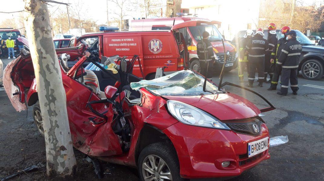 FOTO. Cinci persoane au fost rănite în urma unui accident care a avut loc în București. Între victime sunt și doi copii