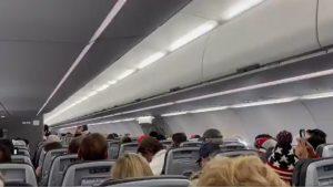 """Momentul în care un pilot american îi amenință pe pasagerii pro-Trump: """"Vă las în mijlocul Kansasului, nu-mi pasă"""". Reacțiile apărute. VIDEO"""