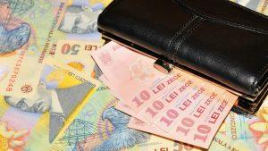 Românii ar putea fi puși să aleagă între pensie și salariul de la stat. Proiect la Ministerul Muncii