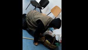 VIDEO. Un bătrân căzut pe holul Spitalului Corabia este ignorat de personalul medical. Ministrul Sănătății anunță sancțiuni