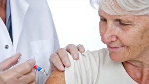 Vaccinul ajunge foarte greu la bătrânii de la sate. Ce le-a promis Valeriu Gheorghiță