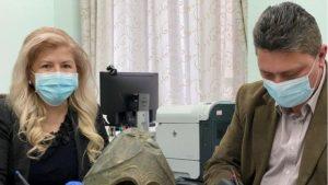 Coif corintic de bronz, vechi de 2500 de ani, ascuns în podul casei unui bărbat din Iași. Un arheolog român l-a evaluat la peste 400.000 de dolari