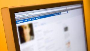 Deschiderea unui cont cu numele altei persoane pe o rețea socială este infracțiune. Cum se pedepsește