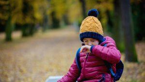 La ce să fii atent pentru a descoperi din timp simptomele noii tulpine de coronavirus la copilul tău. Sfaturile unui medic OMS
