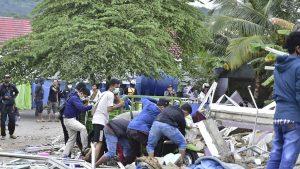 Cutremur puternic în Indonezia: Cel puțin 34 de oameni au murit. Spitalul de pe Insula Sulawesi s-a prăbușit. FOTO